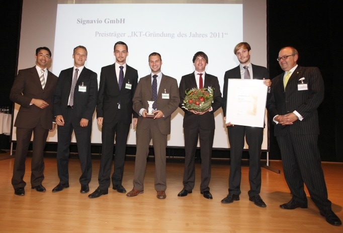 Philipp Rösler, the German Minister for Economic Affairs, awarded Signavio at the