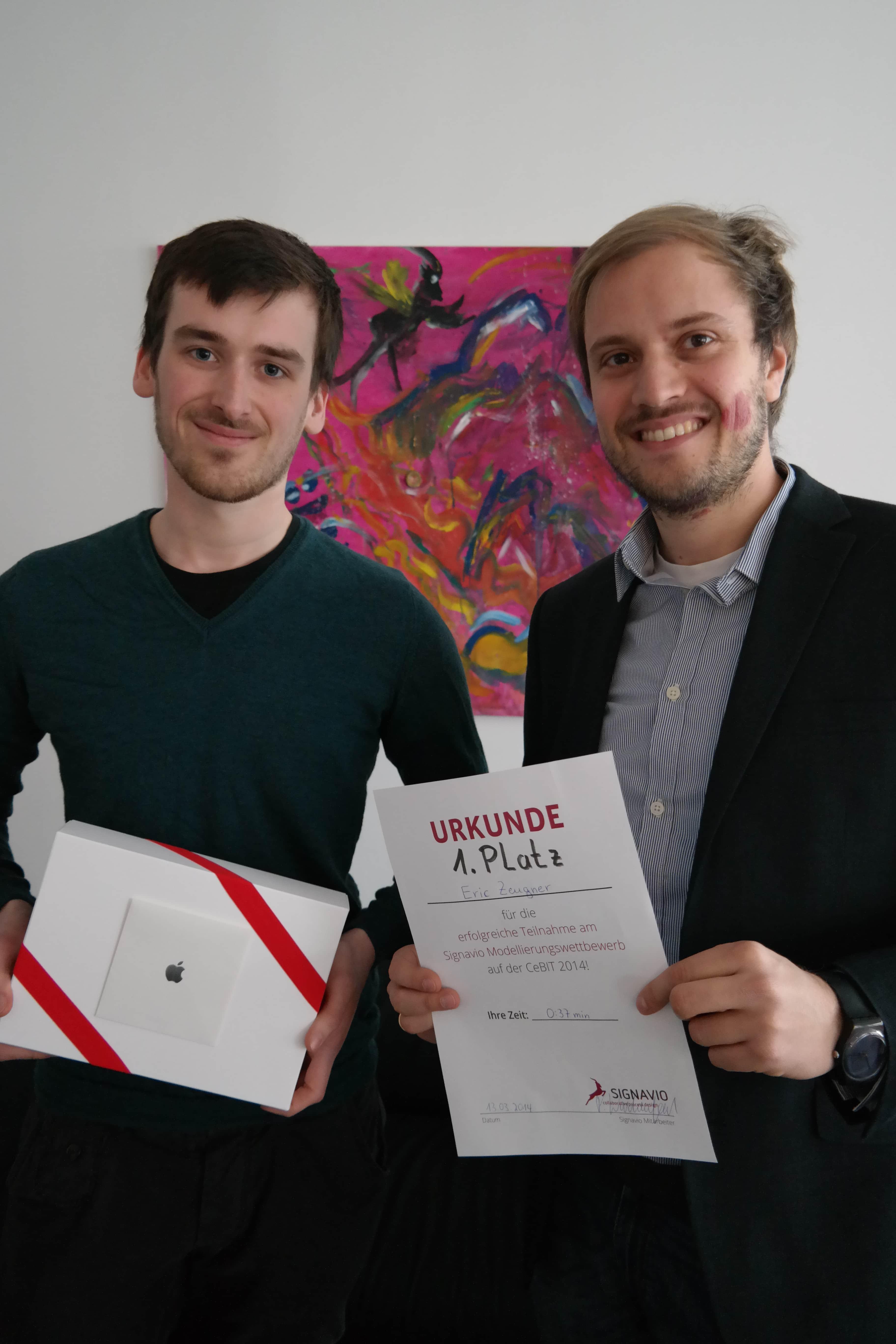 Gewinner Eric Zeugner mit Signavio Geschäftsführer Dr. Gero Decker