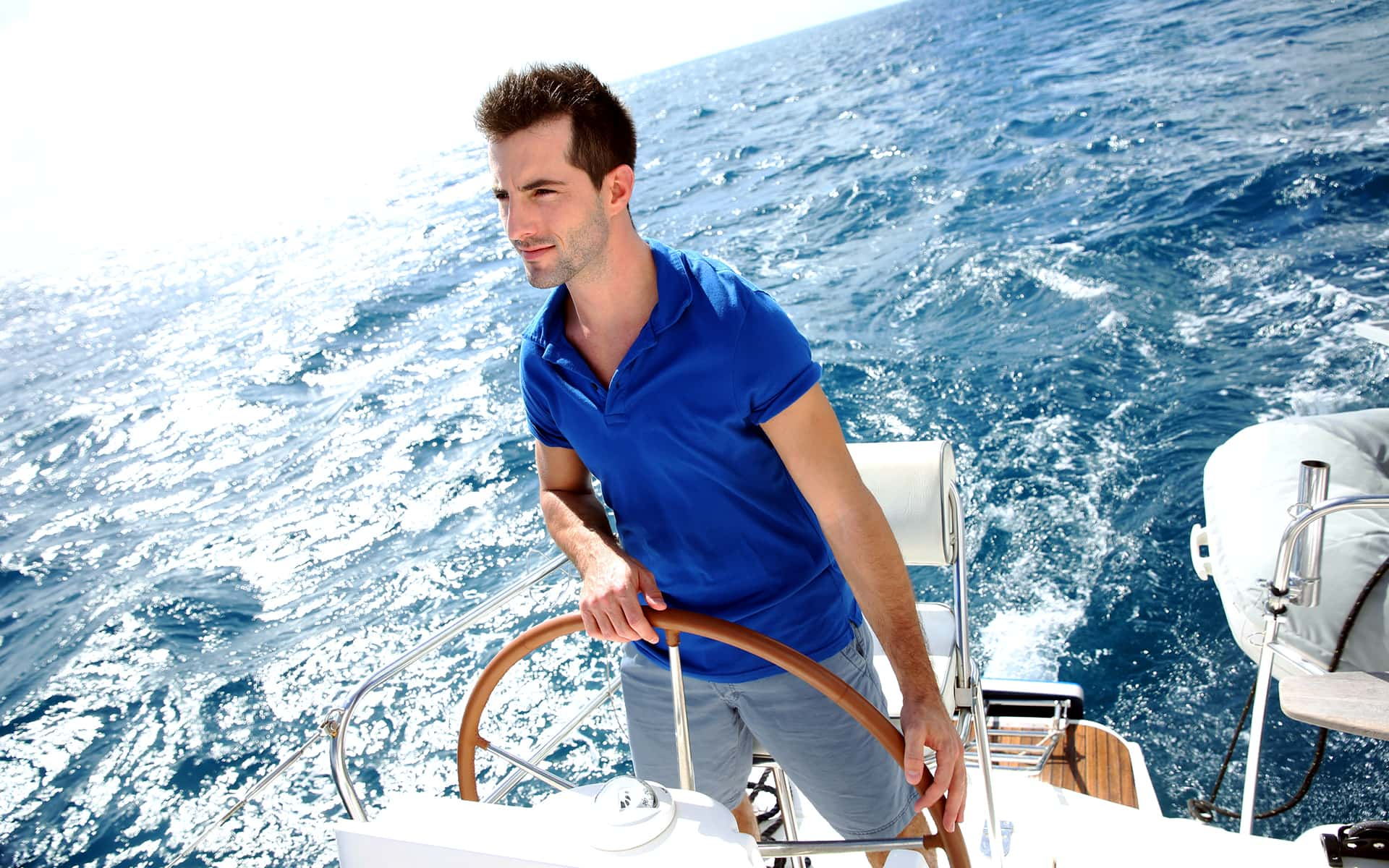 Targeted Processes with Process Governance - sailor at his steering wheel