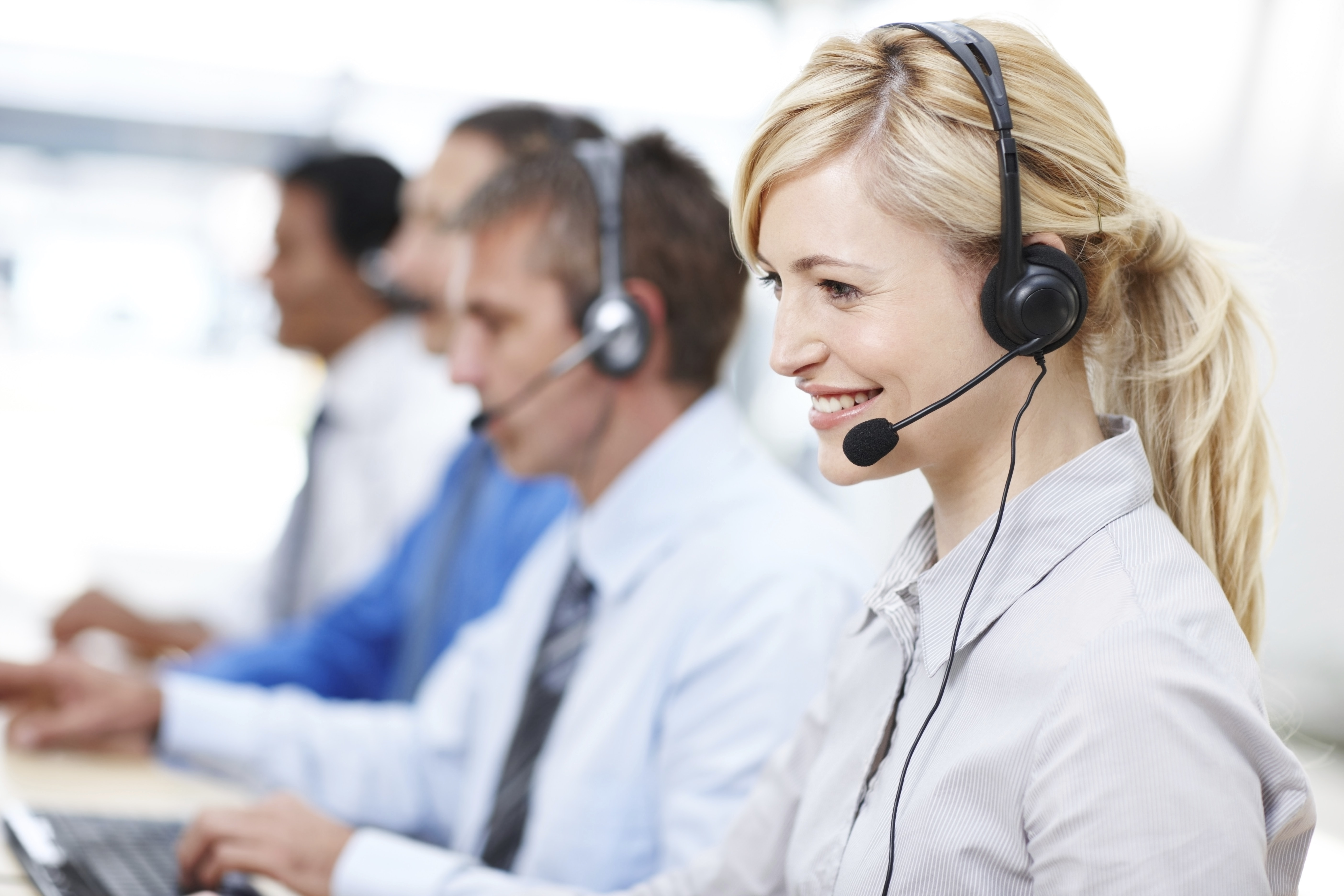 Signavio E-Learning: People with headphones