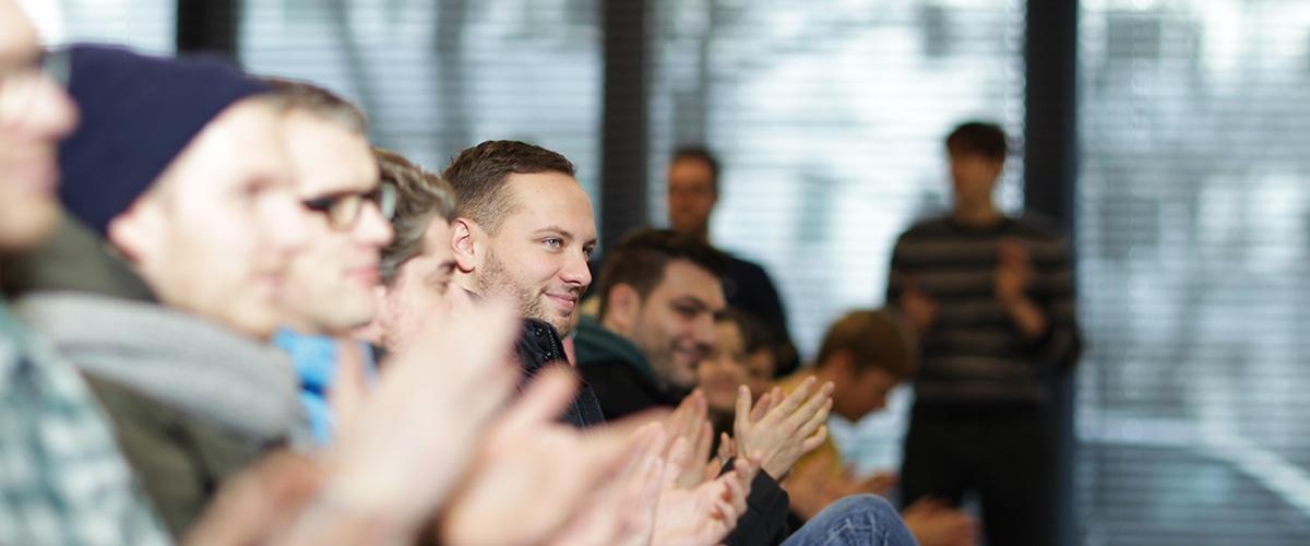 Signavio als zweitbester Arbeitgeber - applaudierende Mitarbeiter