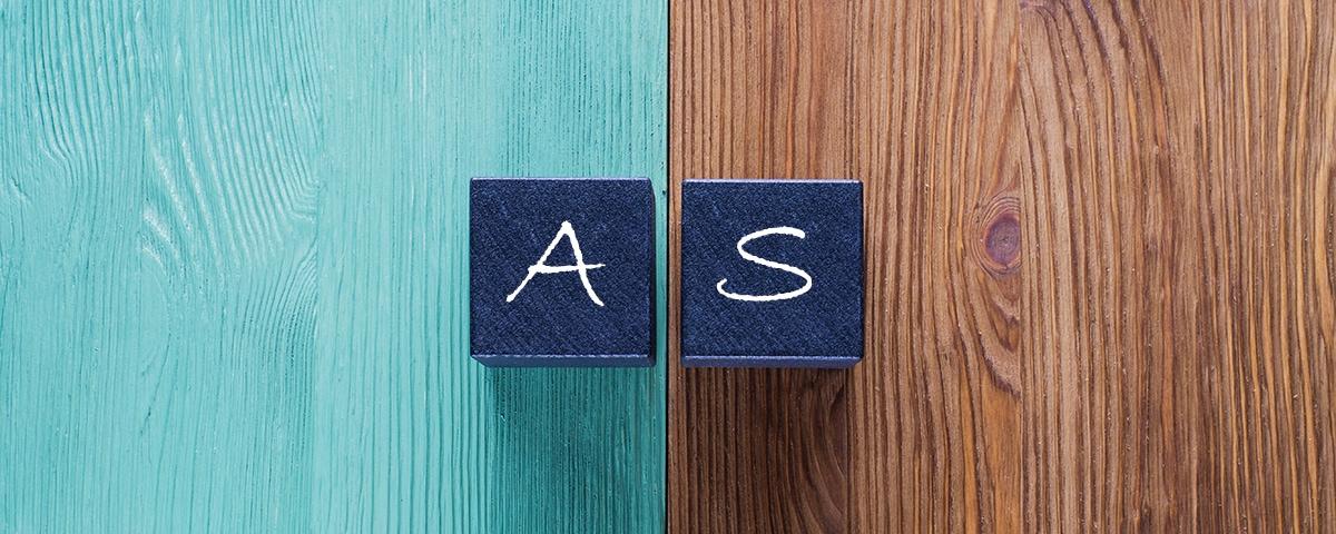 Prozessmanagement-Software im Vergleich - 2 Buchstabenwürfel A und S stehen sich gegenüber